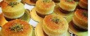 5) Rainbow Cup-Cake(كل لون يحمل طعمه، وكل حبة تحتوي شوكوليت شيبس+صوص الكاراميل)= نصف دينار/حبة