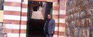 على باب الحرم الابراهيمي بالخليل