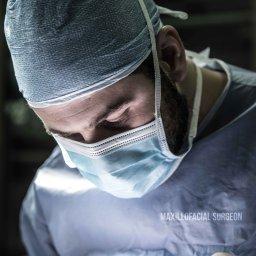 عيادة الدكتور وليد أبو فارس لتجميل الوجه و الفكين و طب الاسنان