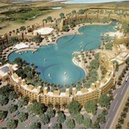 منتجع و فندق البحيرة