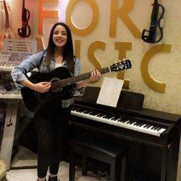 تعلم العزف على الجيتار تحت اشراف افضل المدربين في مركز تالا الموسيقي في عمان الأردن