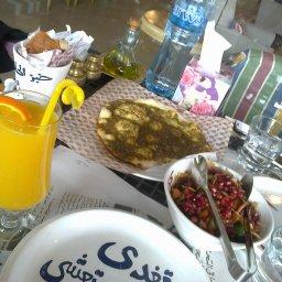 منقوشة زعتر و عصير برتقال فريش