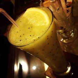 Kiwi and lemon smoothie ! Just amazing