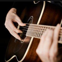 اعزف على جيتار كلاسيك مع مركز تالا الموسيقي
