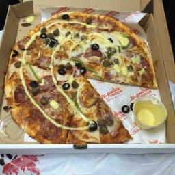وهي البيتزا من عند بالفرن  جربوها