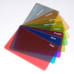 بطاقات بلاستيكية ملونة