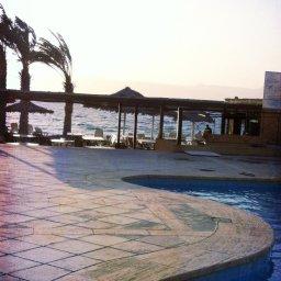 شاطئ الفندق فجرا
