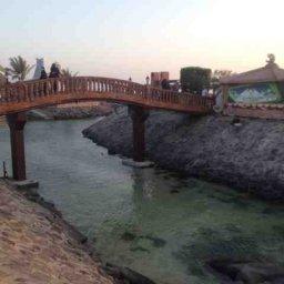 جسر ينزلك على الجلسات المطلة عالبحر