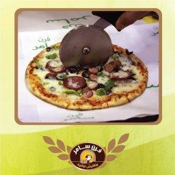 ازكى بيتزا في فرن سامر , فرن سامر للمناقيش اللبنانية , تذوقوا الذ طعم للمناقيش و البيتزا , فرن سامر صويفية