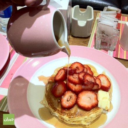 strawberries pancake without fresh cream ,very yummy