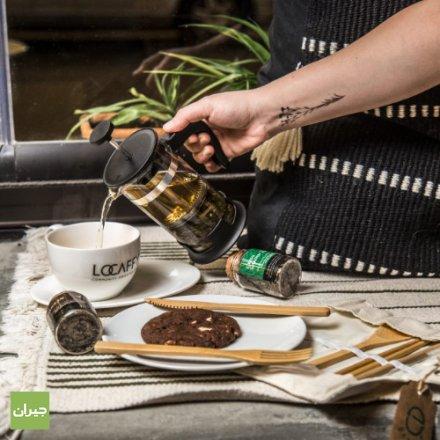 <<< لوكافي كوفي هاوس Locaffy Coffee House <<<ندعم الشباب من أصحاب المواهب الحرفية (حرف يدوية و صناعات محلية) و نسوق منتجاتهم ونوفر المساحة الملائمة و المريحة للإنجاز والعمل. الفطور :فطور أمريكي/فطور عربي/قهوة بدوية/شاي هندي/كولد بستر/غرين غاردن/نايتي هيربز. هوت تشوكليت : هوت شوكليت كلاسيك/داكنة/بيضاء/جوز الهند. سموذي: فراولة/باشن فروت/موهيتو بطيخ/يوزر درينك. سناكات : ساندويش تيركي/توست باللحم المشوي/ساندويش جبنة حلوم. سلطات : سلطة يونانية/سلطة سيزر. المشروبات الباردة: كراميل فرابتشينو/تشوكليت فرابتشينو/فرابتشينو بالبندق/فانيلا فرابتشينو. القهوة المثلجة : آيس كوفي/آيس لاتيه/آيس موكا/آيس وايت موكا/كريم آيس كوفي . شاي مثلج : شاي مثلج بالليمون/شاي مثلج بالليمون و النعناع/شاي مثلج بالدراق. المشروبات الساخنة : قهوة أمريكية/قهوة فرنسية/أمريكانو/دبل اسبريسو/اسبريسو ماكياتو/كراميل ماكياتو/كابتشينو/لاتيه/سبايس لاتيه/موكا/موكا بيضاء.