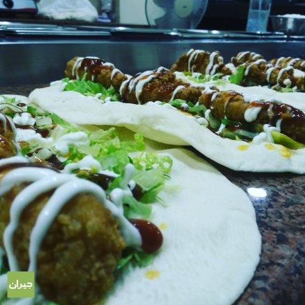 ساندويش الزنجر على الصاج بخلطة السوبر المميزة