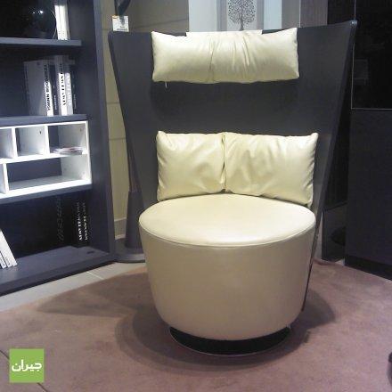 كرسي ذو شكل غريب