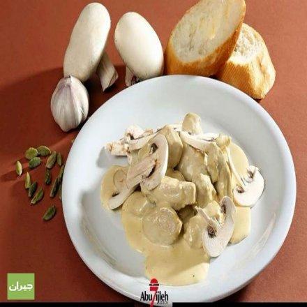 وجبة تشكن بالكريمة من مطعم ابو حجلة ، صدر دجاج مطبوخ مع صوص الكريمة ،البهارات الخاصة ،والفطر