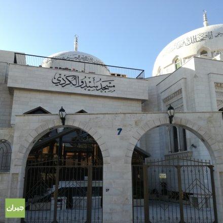 المدخل الرئيسي للمسجد