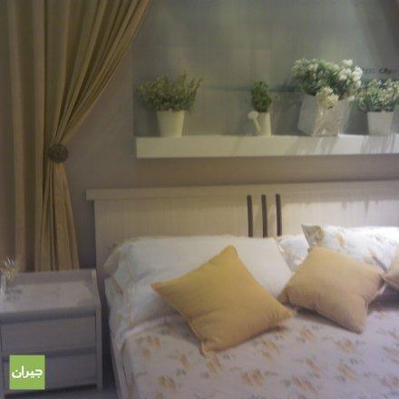غرفة نوم بالوان هادئة