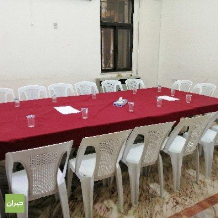 طاولات داخل النادي