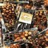 الاستفادة من 40 عامًا من الخبرة في صناعة الشوكولاتة ، قرر مصنع La Roche Chocolate بدء رحلة التميز من خلال: - اعتماد علامة لاروش كعلامة تجارية  - افتتح متجره عام 2002 لتقديم واحدة من أرقى أنواع الشوكولاتة في العالم ، أنتجت La Roche الشوكولاته البلجيكية بعناية فائقة في مصنعها المخصص المجهز بأحدث التقنيات حيث يتم استخدام منتجات بلجيكية متميزة فقط ، وفريق من خبراء الشوكولاتة في الشركة وممثلي خدمة العملاء ، ميزت لاروش نفسها باتباع إستراتيجية متباينة واعتماد مفهوم أول من أطلق لخدمة قطاعات الأردن والشرق الأوسط والأفراد والشركات مع أفضل النكهات في العالم من خلال مجموعة متنوعة رائعة من منتجات الشوكولاته والتصاميم الجديدة وخدمات التغليف  :: لا روش للشوكولاته